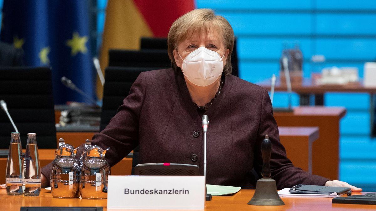 Navzdory příznivému vývoj Merkelová odmítá rozvolňovat