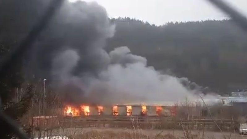 Rozsáhlý požár zachvátil průmyslový areál na Liberecku