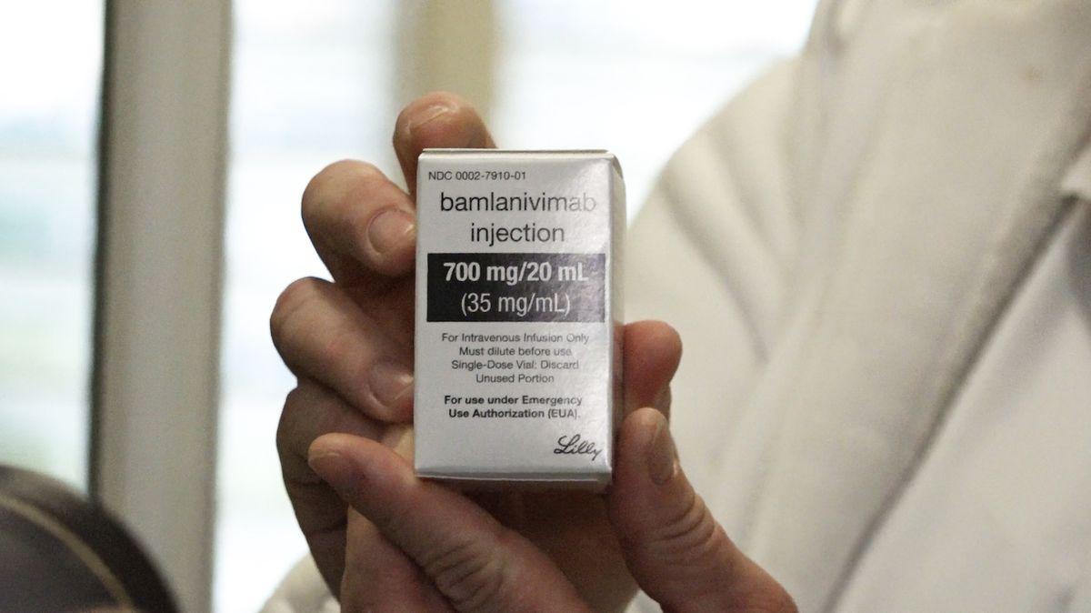 Lékaři žasnou: Lidé odmítají vakcínu, ale když se nakazí, žádají léčbu protilátkami