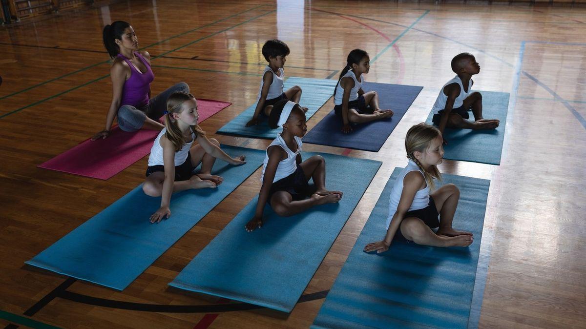 Skoro 30 let se v Alabamě nesměla na školách cvičit jóga. To se možná změní