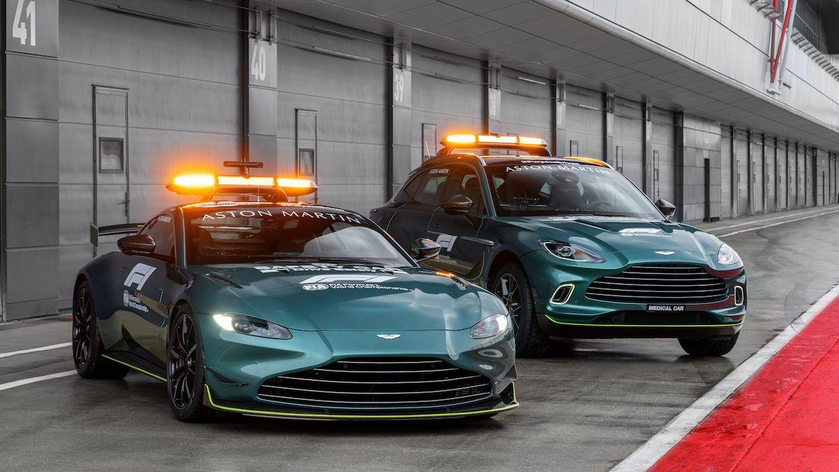 Aston Martin představuje nový zaváděcí vůz pro F1, Mercedes vytlačí jen napůl
