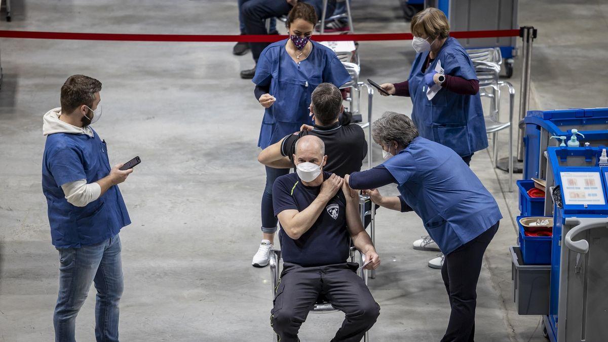 OBRAZEM: V Praze otestovali velkokapacitní očkovací centrum v O2 universum