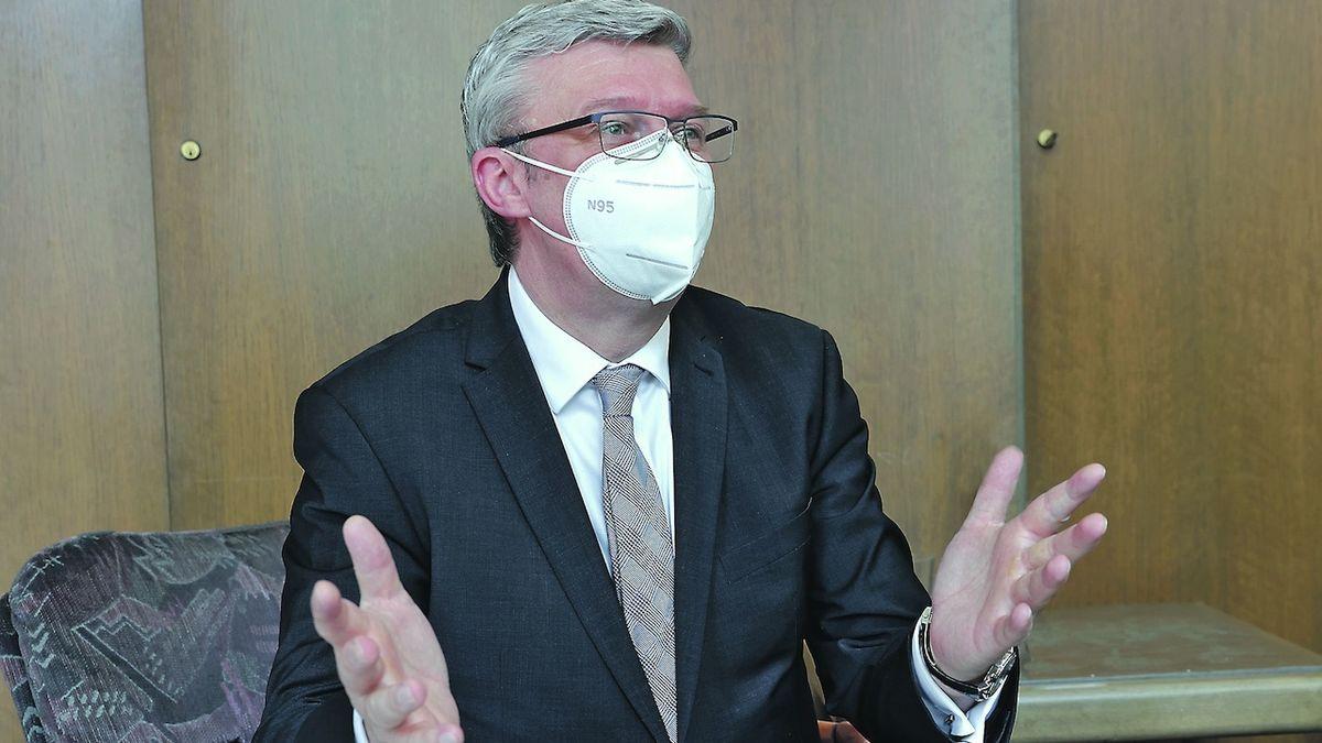 Havlíček: Rosatom bude vyřazen z účasti v tendru na Dukovany