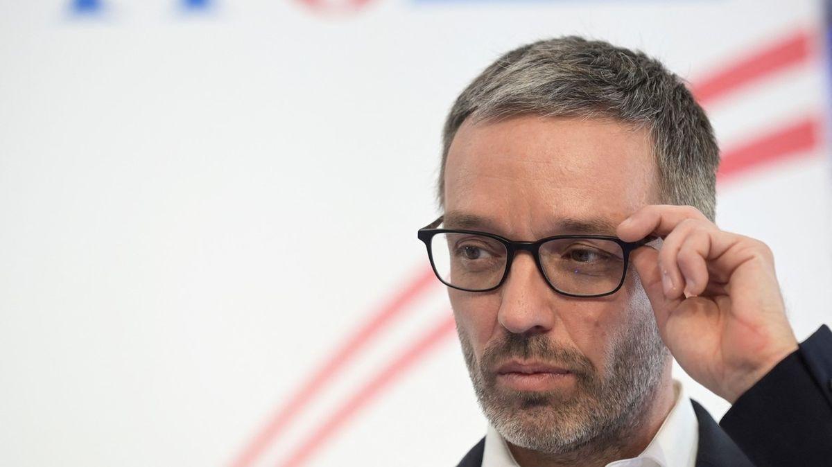 Rakouský poslanec odmítá nosit v práci respirátor. Parlament řeší, co s tím