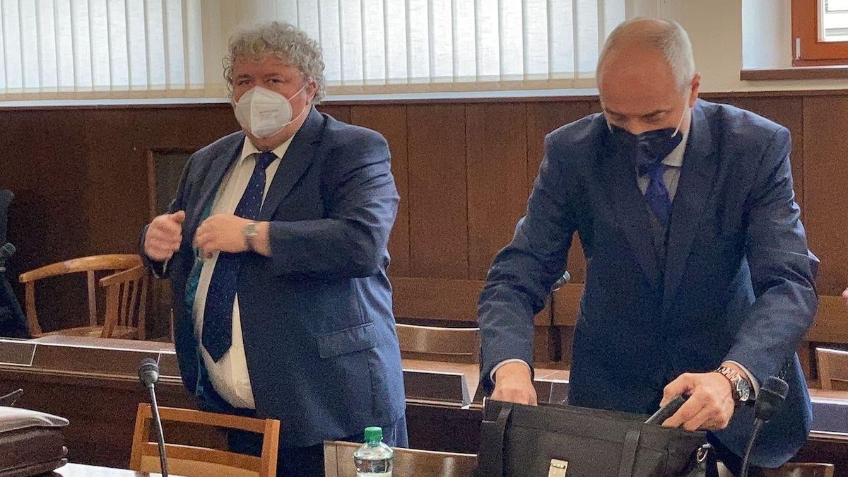 Soudce způsobil nehodu a odmítl dechovou zkoušku, přijde o část platu