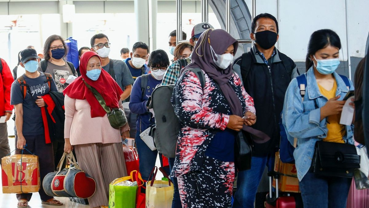 Na indonéském letišti testovali až 20 tisíc lidí použitými tyčinkami