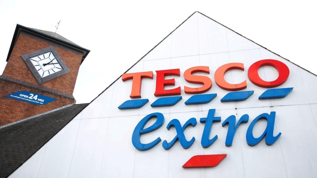 Tesco v Británii dostalo tučnou pokutu za prodej prošlého zboží