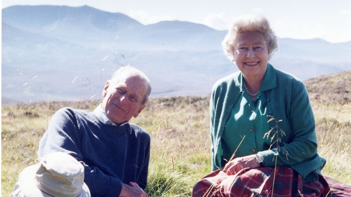 Rodinná idyla: Palác zveřejnil soukromou fotku Alžběty a prince Philipa