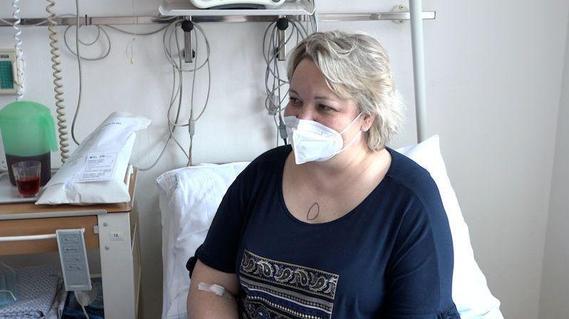 Onemocněla vážnou plicní chorobou. Zachránila ji unikátní operace, při níž jí zchladili tělo