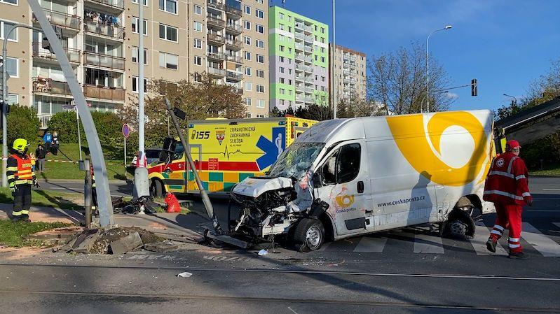 Srážka tramvaje s autem zablokovala pražský Barrandov
