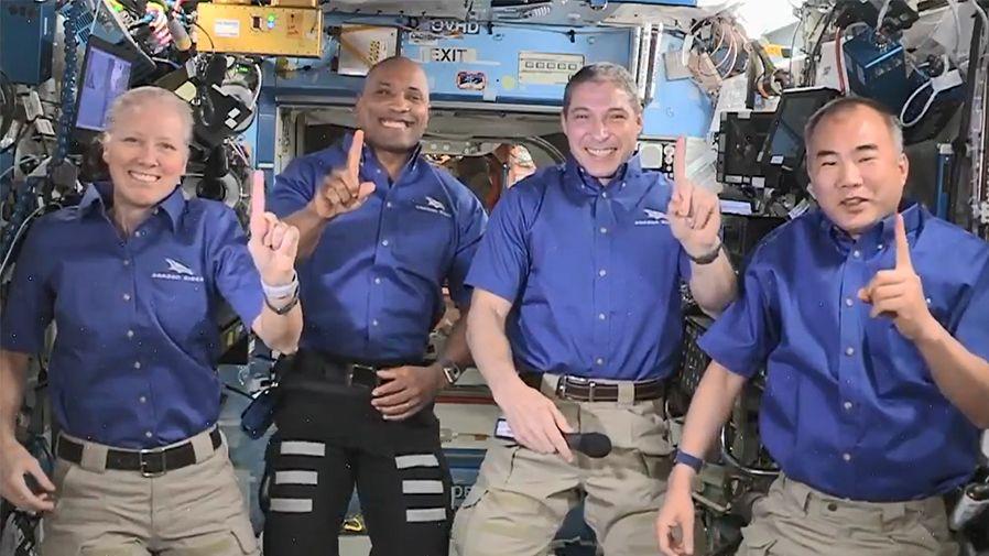 NASA kvůli počasí odložila návrat astronautů z vesmírné stanice na víkend