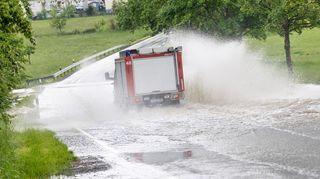 Kvůli silným bouřkám bylo v Česku bez elektřiny 9000 domácností