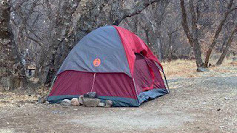 Policisté našli ženu, která se půl roku schovávala před lidmi v odlehlém kaňonu