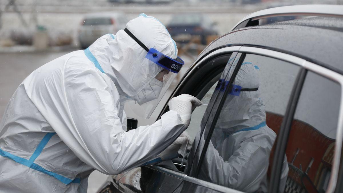 Při cestě ze zahraničí do ČR autem už nebude potřeba test