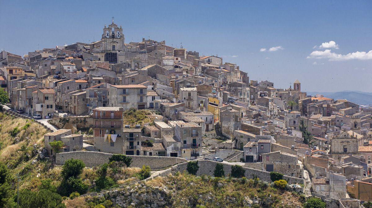 Američanka si na Sicílii koupila několik domů za euro. Skvělé rozhodnutí, pochvaluje si