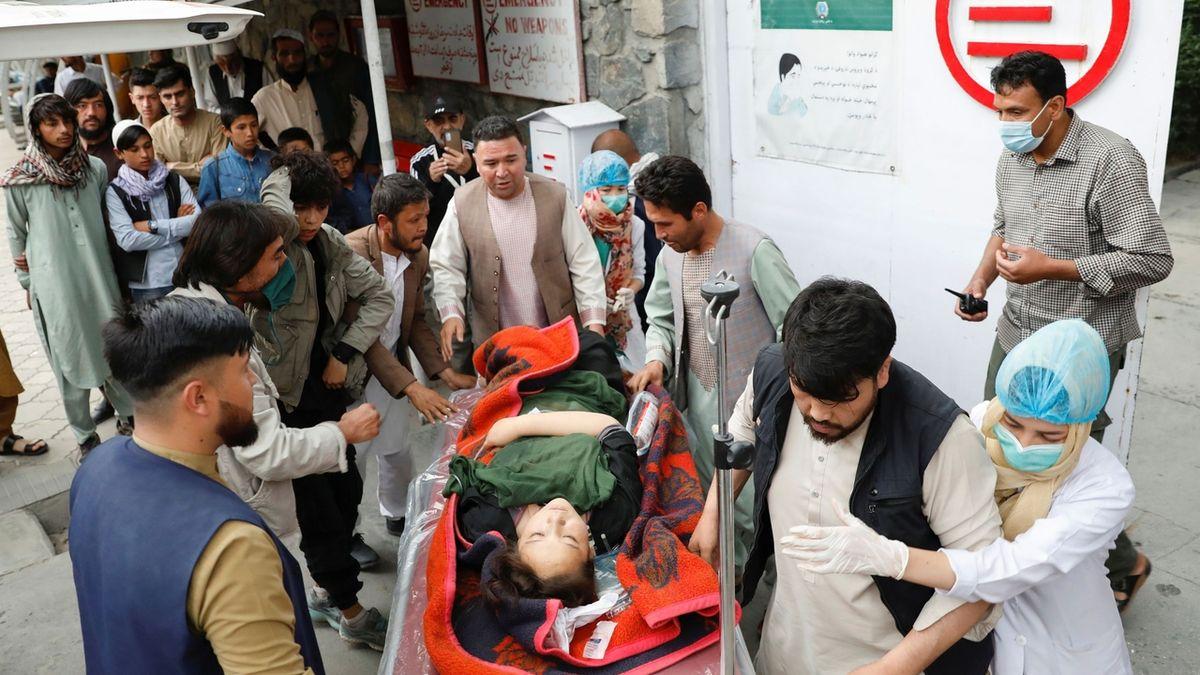 Krvavá lázeň u školy v Kábulu, nejméně 40 mrtvých a desítky zraněných