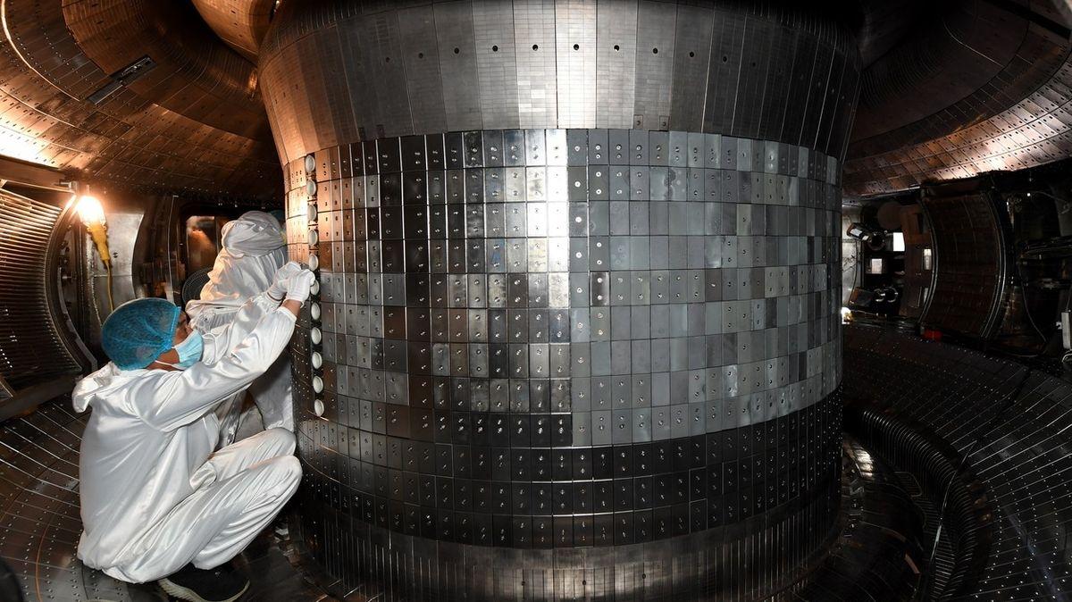 Čínský tokamak udržel teplotu 120 milionů stupňů Celsia 101 sekund