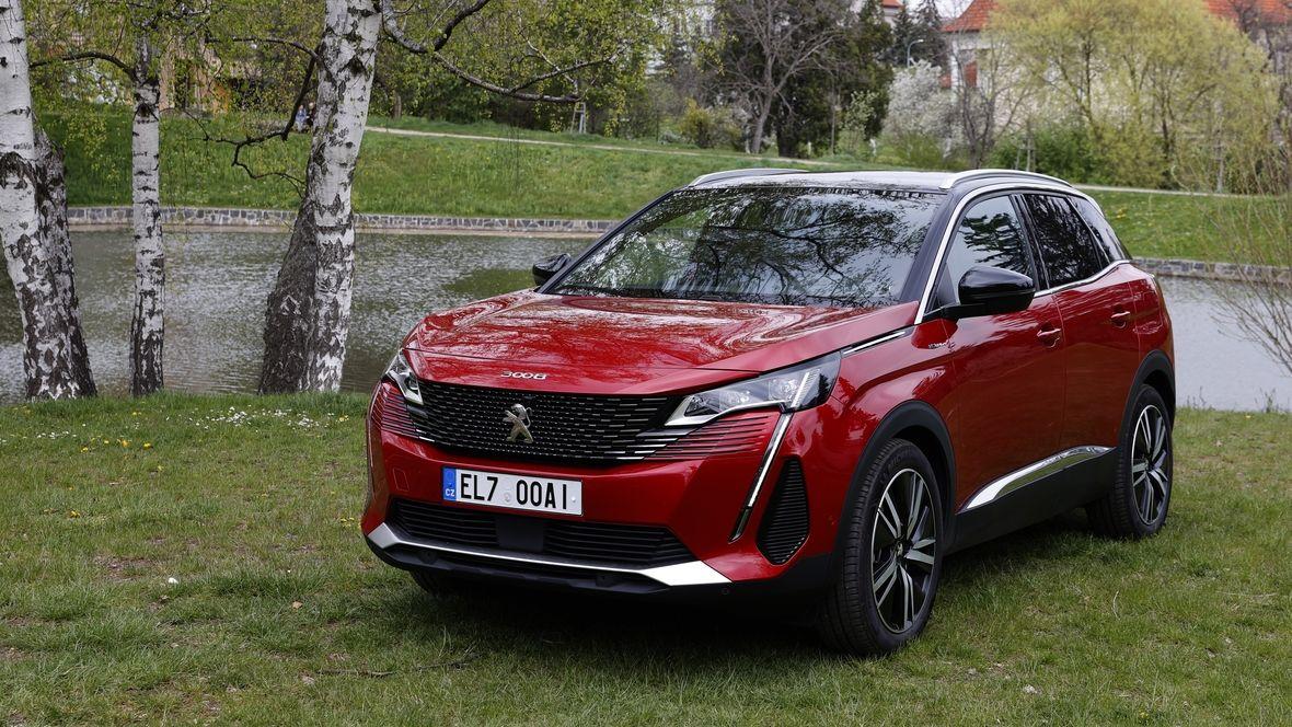 Test Peugeotu 3008 Hybrid4: Silný i úsporný