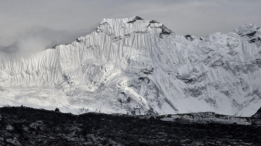 Promrzlí a bez jídla. Čeští horolezci jsou v Himálaji uvězněni pod vrcholem sedmitisícovky