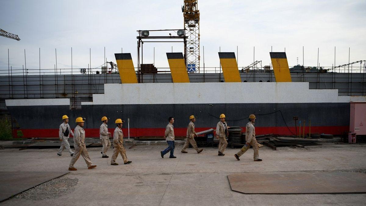 Noc na čínském Titaniku? Za tři tisíce není problém