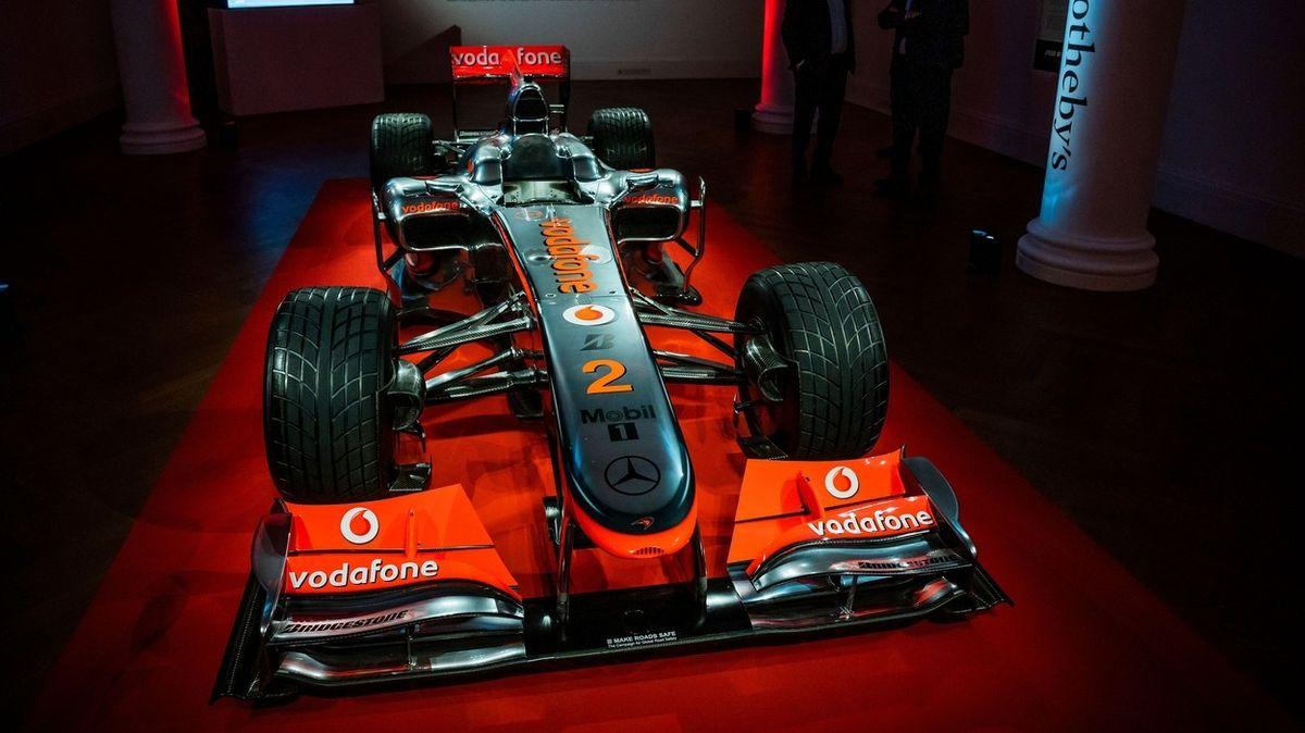 Na prodej je vítězná formule Lewise Hamiltona