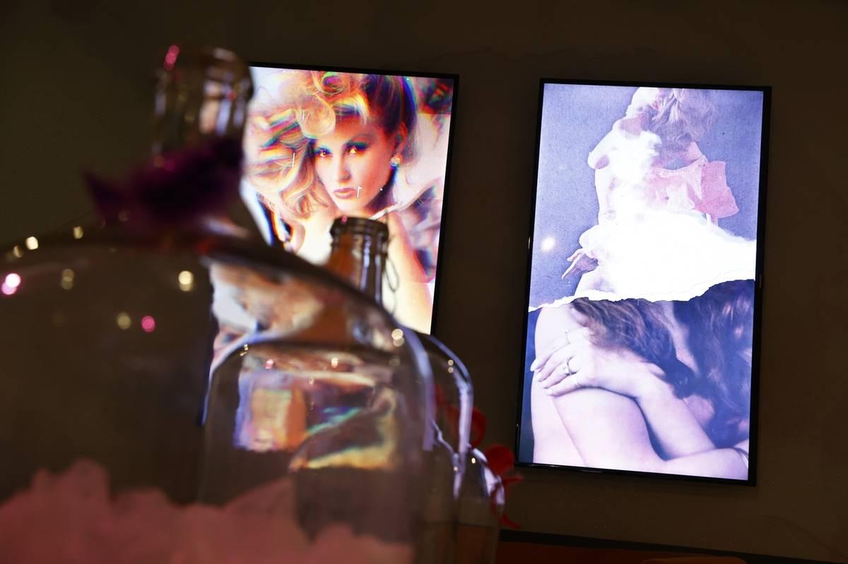 Písmeno J představuje kolekci erotických plakátů Jablonexu z 80. let.