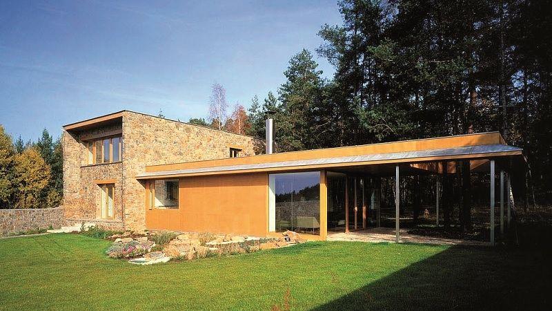 Vila manželů Masákových nechává plně vyznít krásu okolního borového lesa