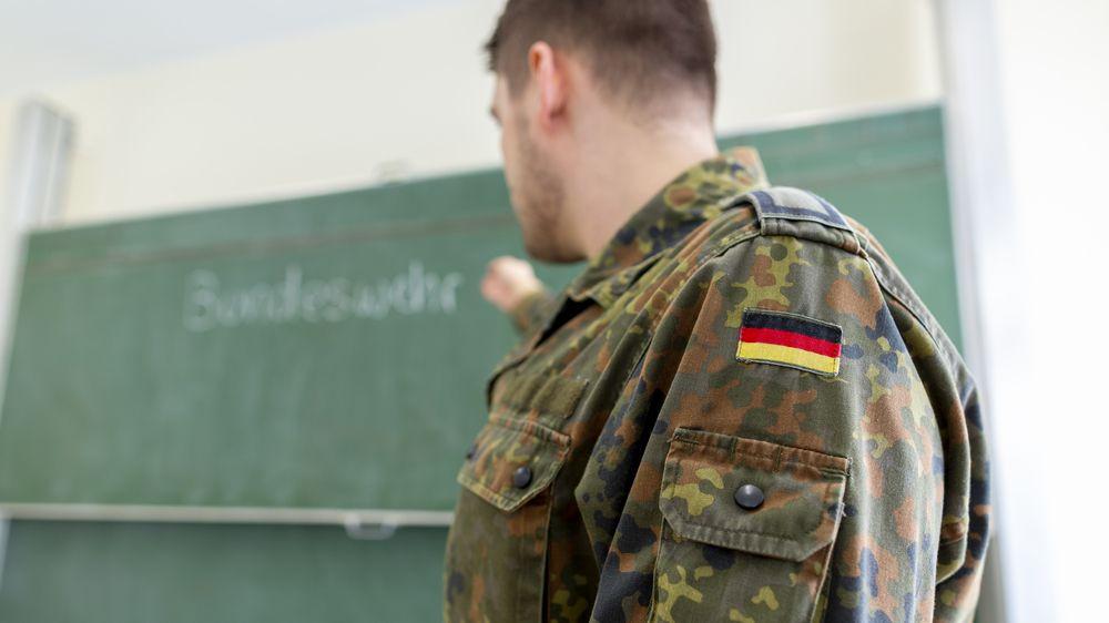 Němečtí vojáci jeli do Litvy zastrašovat Rusy, místo toho opilí uráželi Židy a zneužili kolegu