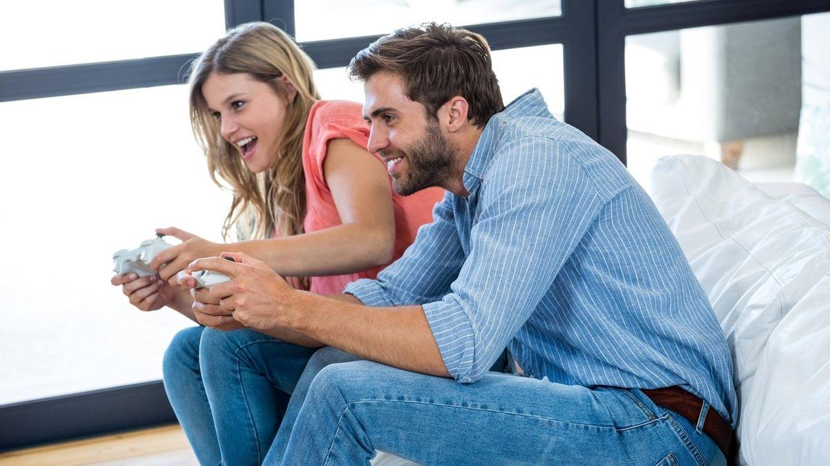 Dvě třetiny romantických vztahů začínají kamarádstvím