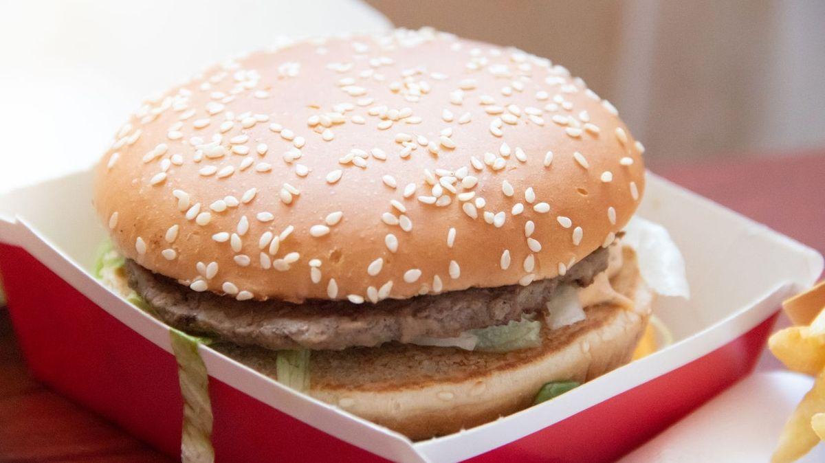 Ruska žaluje McDonald's, agresivní reklama řetězce ji prý donutila k přerušení půstu