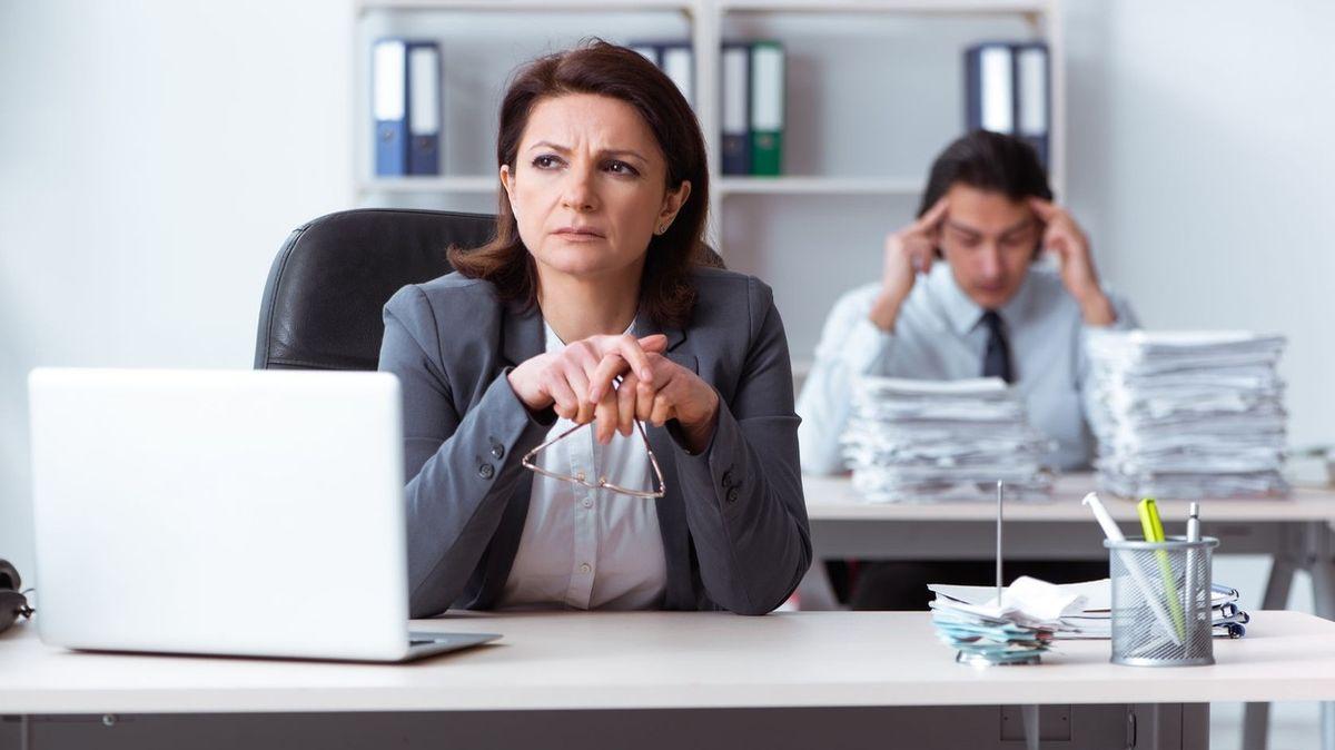 Firmy neplatí přesčasy, stěžují si zaměstnanci