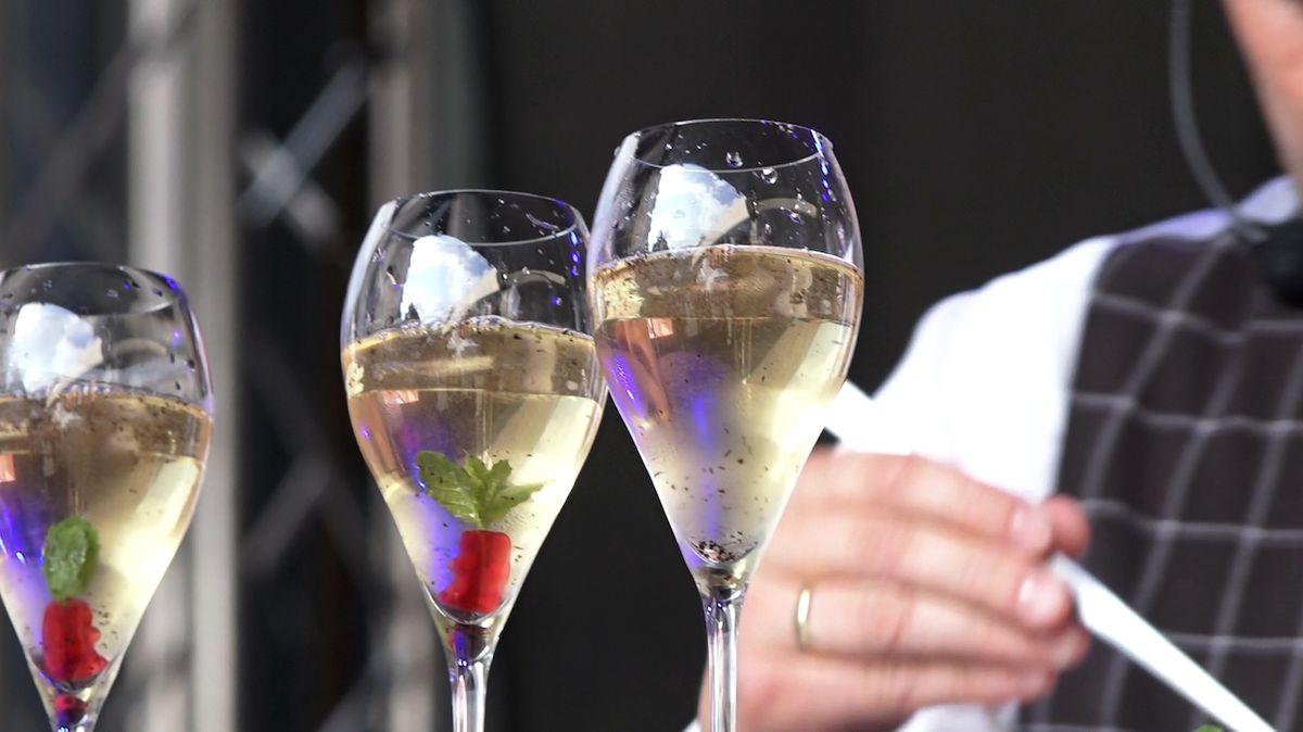 Český barman Jan Šebek získal na světové soutěži v míchání nealko drinků třetí místo