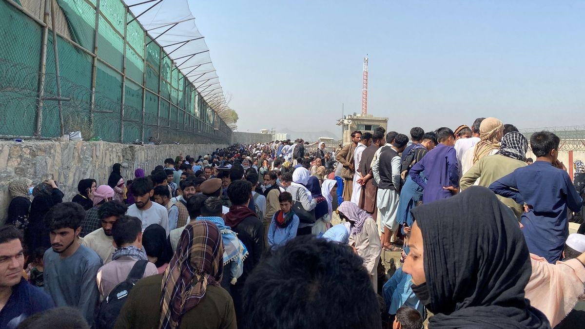 Tálibán si neví rady s mezinárodním letištěm v Kábulu. O pomoc požádal Turky