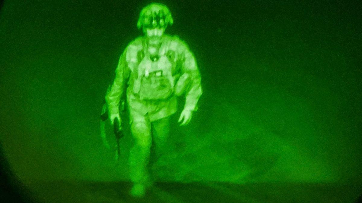 Obrázek místo tisíců slov. Pentagon ukázal ústup posledního amerického vojáka
