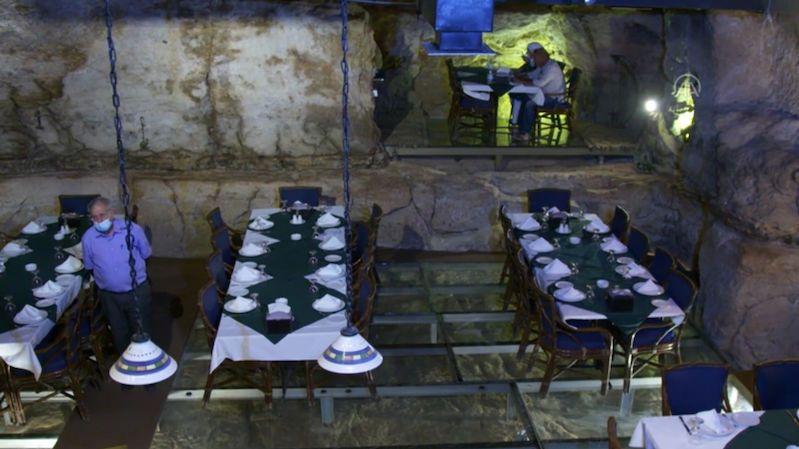 V Jordánsku servírují jídlo v 60 milionů let staré jeskyni
