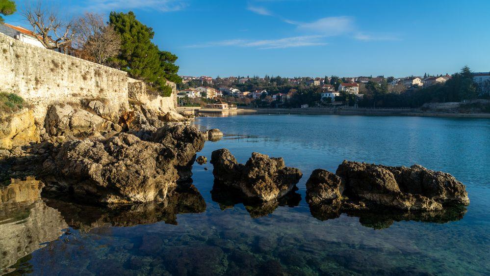 Chlapec z Česka se na ostrově Krk zřítil z hradeb a zemřel