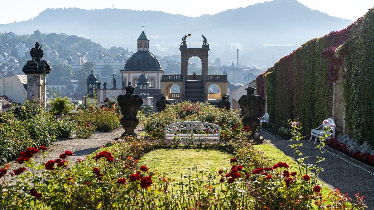 V Růžové zahradě děčínského zámku otevřeli po rekonstrukci barokní gloriet.