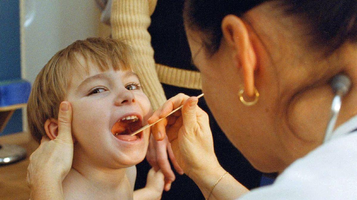 Chrchlající děti přetížily ordinace. Zlenivěla jim imunita