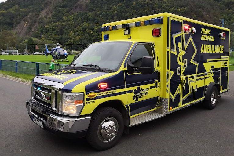 BEZ KOMENTÁŘE: Vrtulník transportoval ženu po pádu z koloběžky do nemocnice