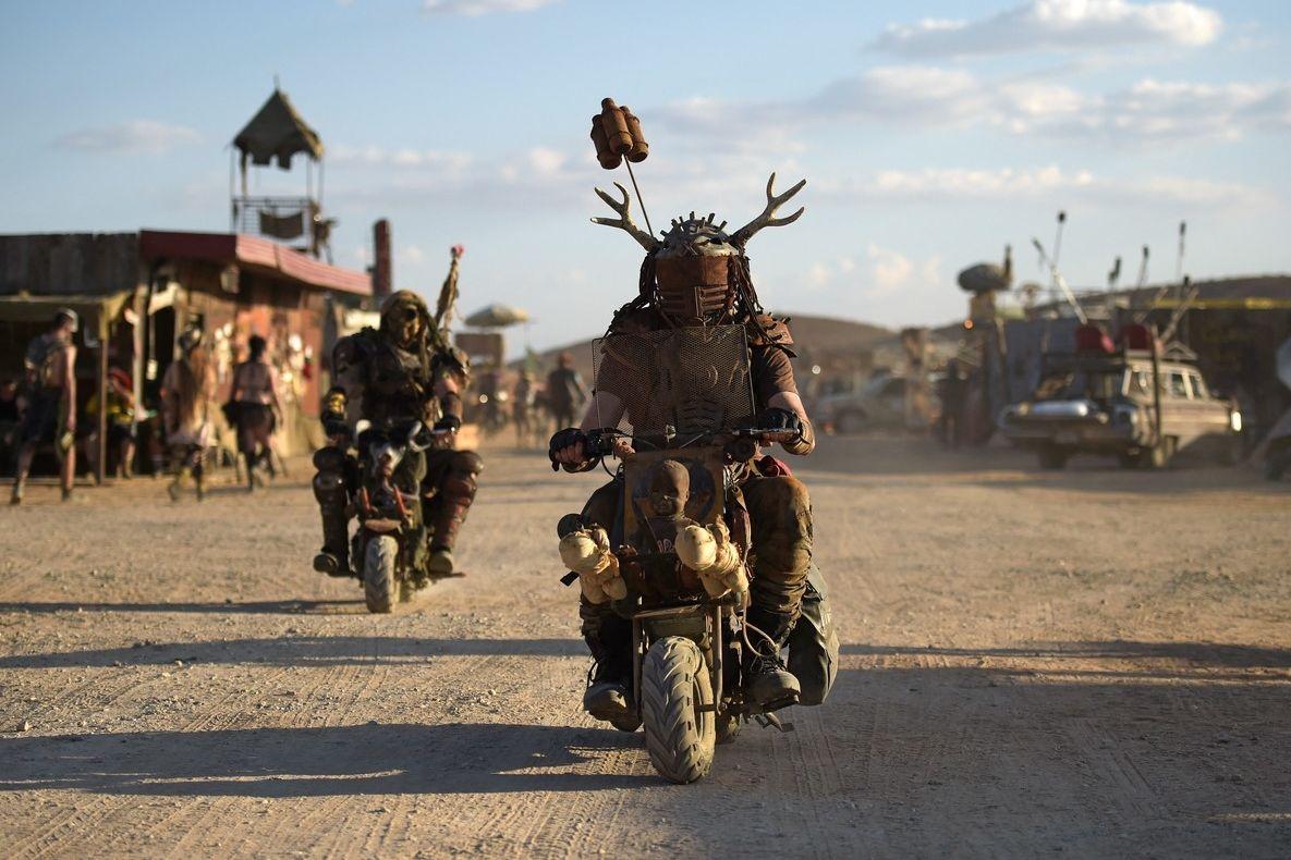 V Mohavské poušti na jihovýchodě Kalifornie v USA proběhl Wasteland Weekend ve stylu legendárního filmu Šílený Max