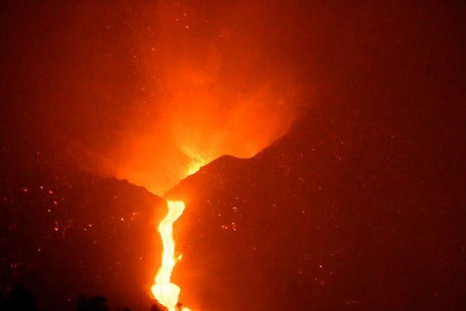 BEZ KOMENTÁŘE: Nedělní erupce vulkánu La Palma