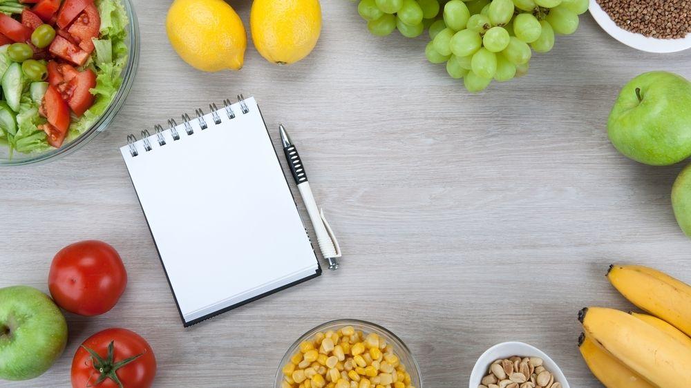 Skladba jídelníčku je značně individuální záležitost, obecně lze doporučit před tréninkem vše, co snadno strávíte.