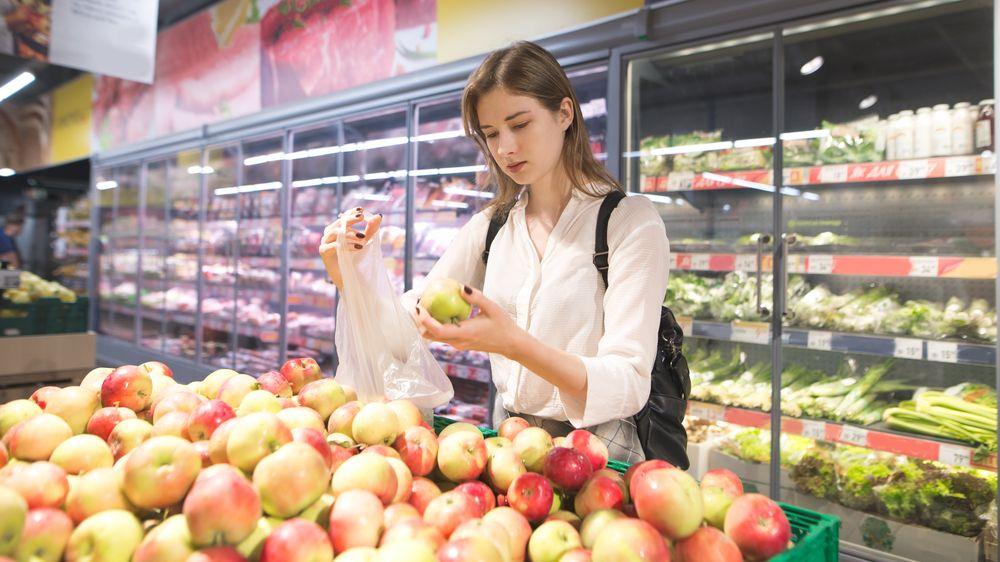 Zdraží potraviny, léky, vlaky i oblečení