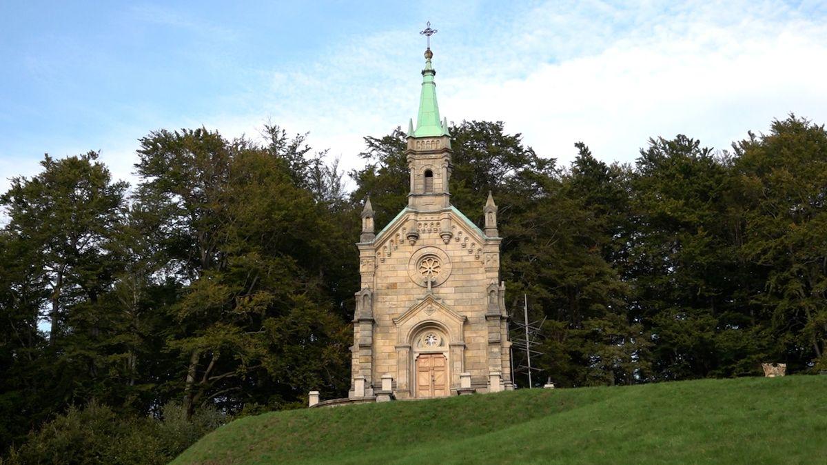 Přehrada Desná a Riedlova hrobka: Historické krásy Jizerských hor
