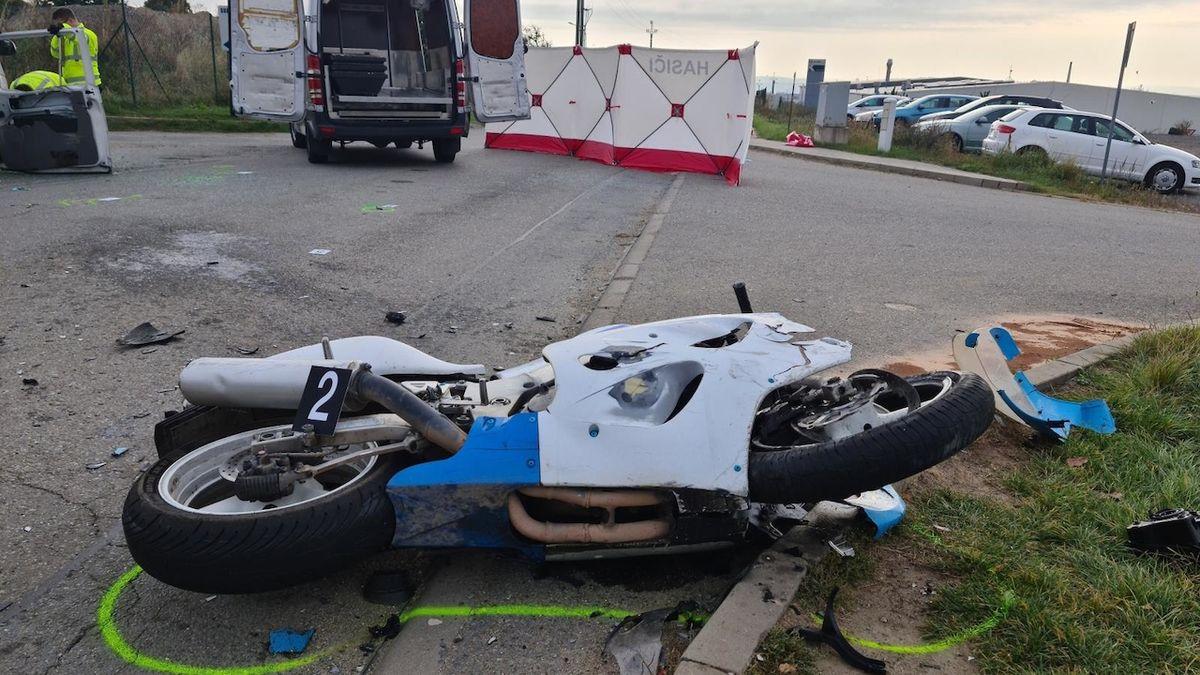 Mladý motorkář vrazil u Brna do odbočující dodávky, nehodu nepřežil