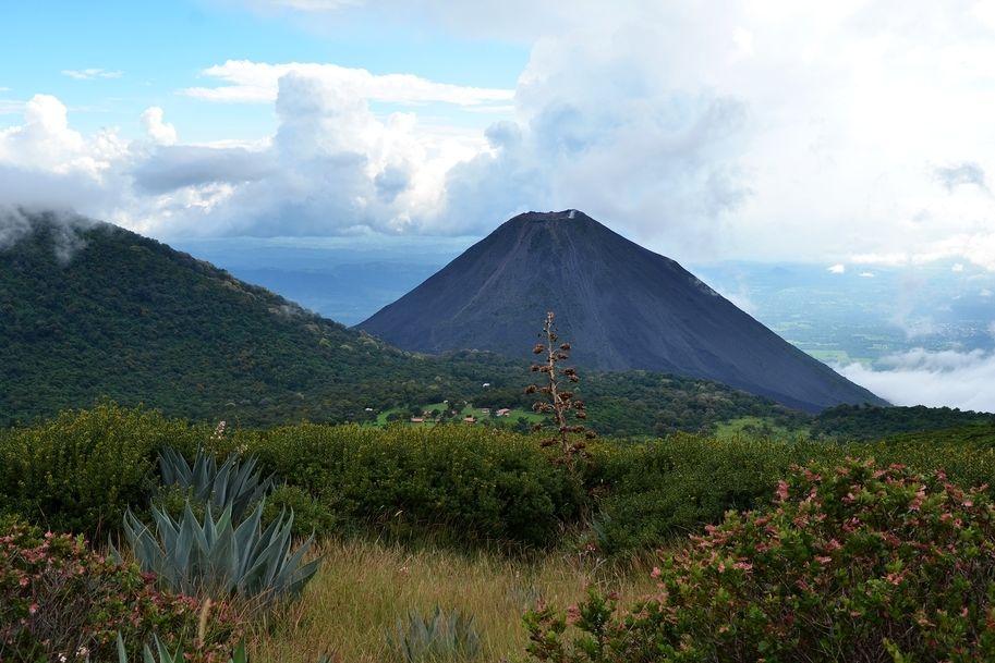 Stratovulkán v Salvadoru (ilustrační foto)