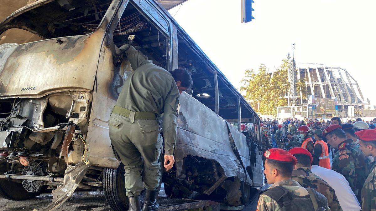 V Damašku vybuchly nálože na vojenském autobusu, 14 mrtvých