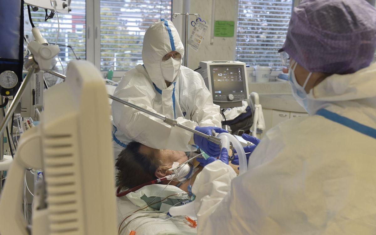 Černý scénář kolabujících nemocnic se nenaplňuje