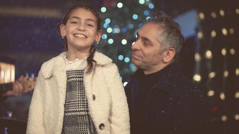 Vlasta Horváth natočil vánoční písničku s dcerou Lindou. Do klipu přizval blízké
