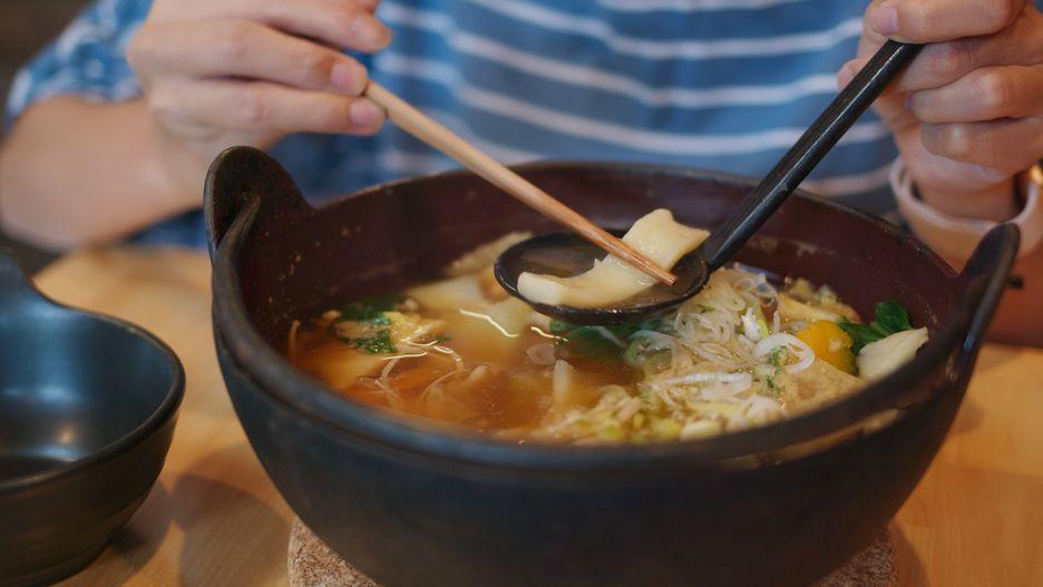 Po netradiční japonské polévce za volant určitě nesedejte